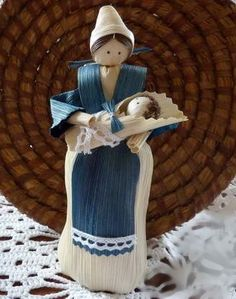 Corn Husk Crafts, Corn Husk Dolls, Mother And Baby, Nativity, Origami, Cactus, Christmas Ornaments, Toys, Holiday Decor