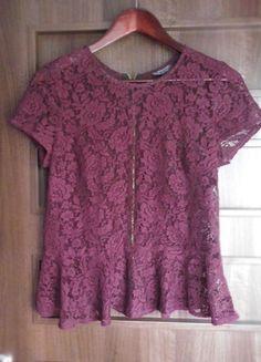 Kup mój przedmiot na #vintedpl http://www.vinted.pl/damska-odziez/bluzki-z-krotkimi-rekawami/8835713-koronkowa-bluzka-z-baskinka-roze-floral-baskinka-zip-bordowa