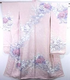 This is a elegant, yet gorgeous Furisode with large 'Botan'(peony) and 'Sakura'(cherry blossom) design, which is dyed.