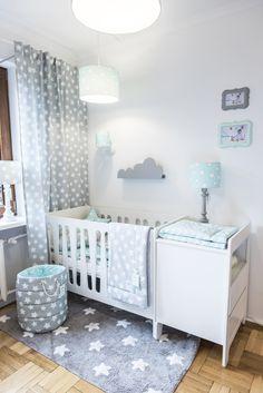 Grau & Mintgrün: perfekte Farbkombination für jedes Babyzimmer. Dieses wunderschöne Möbel-Set finden Sie in unserem Angebot. #babyzimmer #babybett #wickelkommode #kaufen