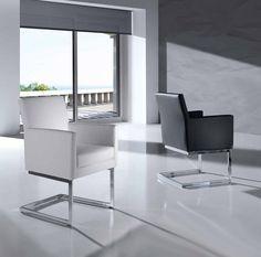 Stol modell MONICA . #stol #stue #polstret #interiør #interiormirame #interiørmirame #design #vakrehjemoginteriør #nettbutikk #hjemmedekor #mirameinteriørogdesign #interiørpånett #kunstskinn #krom