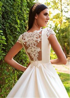 Romantic Tulle & Satin Bateau Neckline A-Line Wedding Dresses With Lace Appliques