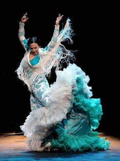 After a Silence, Flamenco Speaks Again - La Lupi Shall We Dance, Lets Dance, Fred Astaire, Spanish Dancer, All About Dance, Kinds Of Dance, Dance Fashion, Dance Photos, Dance Photography