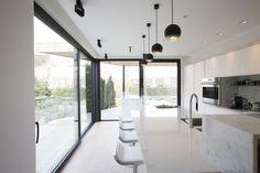 Ontdek hier Holux, het isolerend en strak aluminium profiel van Belisol ramen en deuren.