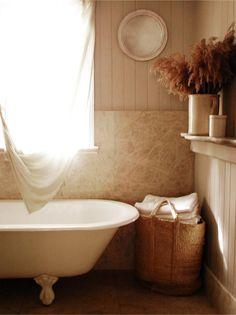 Kara Rosenlund - The Design Files Deco Pastel, Kara Rosenlund, Old Cottage, Cottage Gardens, Cottage Style, Warm Home Decor, Ideas Para Organizar, The Design Files, Beautiful Bathrooms