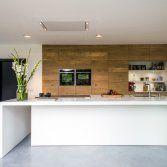 Wanneer je veel tijd in de keuken doorbrengt, is een keuken- of kookeiland ideaal. Je hebt veel ruimte om te koken, er is extra kastruimte voor keukenapparatuur en servies en je hebt een fijne central...