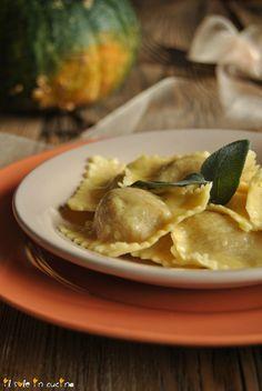 RICETTE PRIMI - TORTELLI DI ZUCCA Fett, Paella, Food And Drink, Chicken, Dolce, Recipes, Mom, Gnocchi, Cooking