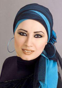 Jailan Atef and a nice hijab style and makeup Disney Wedding Dresses, Hijab Bride, Pakistani Wedding Dresses, Pashmina Hijab Tutorial, Hijab Caps, Turban Hijab, Scarf Design, Scarf Hairstyles, Hijab Fashion