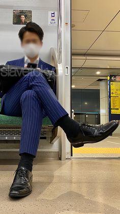 Estilo Dandy, Fashion Socks, Shoes Men, Mens Suits, Leather Shoes, Twitter, Suits, Celebs, Zapatos