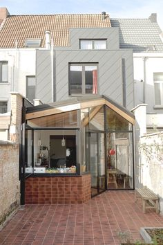 Pergola To House Attachment Refferal: 4103175767 Extension Veranda, House Extension Design, Glass Extension, House Design, Rear Extension, Design Exterior, Interior And Exterior, Narrow House, House Extensions