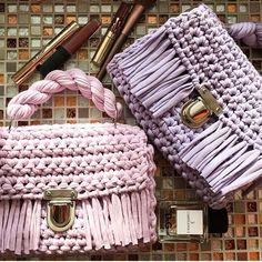 "582 Likes, 2 Comments - Hobi/Örgü/Knitting (@zibaru.tr) on Instagram: ""Mutlu Pazarlar . Görsel @azaliyacherry #çanta #crochet #crochetaddict #crocheting…"""