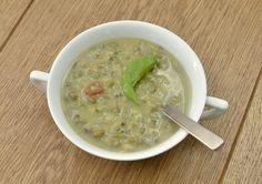 Soms is je lichaam toe aan extra reiniging. Deze detox soep zit vol reinigende kruiden, welke de spijsvertering bevorderen en gifstoffen helpen afvoeren.