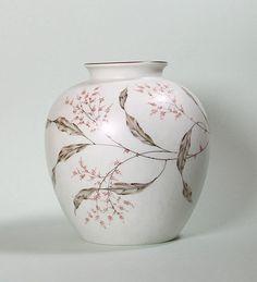 Fritz von Stockmayer. Vase. Rosenthal um 1935/39. Höhe ca. 20 cm, Durchmesser ca. 17 cm.
