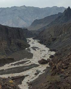 #شبكة_أجواء : #عمان : جريان وادي #قميراء من #رابطة_أجواء_الخليج . @g.s.chasers  @alyasatnet