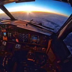 training material for pilots & safety in aviation Plane And Pilot, Airplane Pilot, Airplane View, Fly Plane, Airplane Fighter, Private Plane, Airplane Design, Flight Deck, Science And Nature