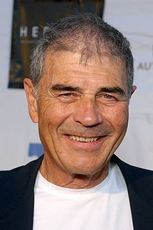 """TIL Robert Forster was 55 during the production of """"Jackie Brown"""". only 1 year older than Brad Pitt who was 54 while shooting """"Once Upon A Time In Hollywood"""" Ghosts Of Girlfriends Past, Robert Forster, Jackie Brown, David Lynch, Quentin Tarantino, Lucky Number Slevin, Breaking Bad Movie, London Has Fallen, Hard To Say Goodbye"""