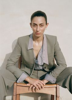 Zara focuses on a neutral color palette for a recent trend guide starring Conie Vallese. These easy outfits stand out in a fashion shoot called… Zara Fashion, Fashion Line, Fashion Shoot, Editorial Fashion, Fashion Women, Simple Outfits, Fall Outfits, Mode Zara, Mode Editorials