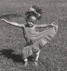 A lovely little goddess of charm expressing her vitality ! | Exquise petite déesse de vitalité ! | Una encantadora pequeña diosa que expresa su vitalidad!
