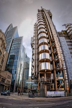 The Lloyd's Building (also sometimes known as the Inside-Out Building) is the home of the insurance institution Lloyd's of London, and is located at Lime Street, in the City of London. Lloyd's Of London, London City, Italy Architecture, Building Materials, London England, View Image, United Kingdom, Skyscraper, Cool Photos