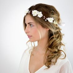 Wedding Crown of white flowers Elsa: Hair accessories by nuagecol Casual Hairstyles, Crown Hairstyles, Bride Hairstyles, Hair Cute, Wedding Hair Pieces, Fine Hair, Flowers In Hair, White Flowers, Hair Lengths