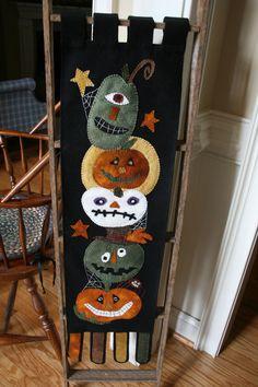"PUMPKINS GHOSTS CANDLE MAT HALLOWEEN Doily Primitive Folk Art Felt 12/"" Dia"