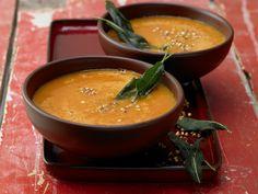 Tomatensuppe mit geröstetem Buchweizen | Kalorien: 234 Kcal - Zeit: 50 Min. | http://eatsmarter.de/rezepte/tomatensuppe