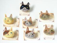 猫ブローチ -by ヒツジフエルト縮絨室 ヒロタリョウコ[Cat Brooch by Felt Fulling Lab-Ryoko…