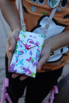 iPhone case made out of duct tape and felt fabric. SUPER easy to make! Wannabe Balanced Mom wannabebalanced.com