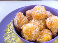 BUÑUELOS DE CALABAZA CON JENGIBRE Y NUEZ MOSCADA Muffin, Breakfast, Ethnic Recipes, Food, Gastronomia, Squash Fritters, Sweets, Deserts, Donut Holes
