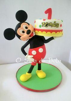 Mickey made the cake delivery/ O Mickey entregou o bolo