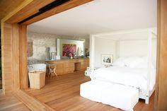 La chambre de la villa de Pamela Anderson à Malibu, disponible à la location.