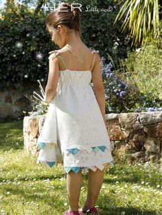 patron gratuit Her Little World - robe à fanions