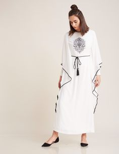 Yaz ruhunu hissettiren, rahat #beyaz #elbise! | #Kayra abaya inspired #dress