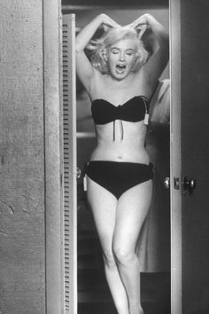 Marilyn Monroe trying on wardrobe options in August 1960.