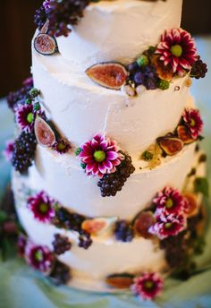Buttercream Wedding Cake with Fresh Figs, Champagne Grapes, White Currants, Blackberries, and Fresh Flowers www.ladyyum.com