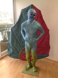 La exposición BiDA de Alejandra Zermeño Batman, Sculpture, Superhero, Fictional Characters, Art, Sculpting, Superheroes, Kunst, Sculptures