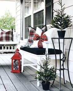 35 The Best Christmas Lanterns Outdoor Ideas Best For Front Porches – Outdoor Christmas Lights House Decorations Front Door Christmas Decorations, Christmas Lanterns, Plaid Christmas, Christmas Home, Christmas Trees, White Christmas, Christmas Porch Decorations, Christmas Mantles, Outdoor Decorations
