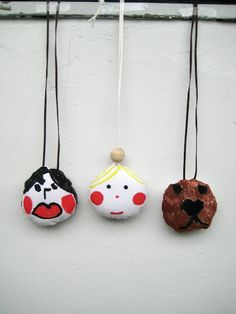 Soft pendant necklaces for little ones to make. Super sweet idea!