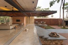 Gallery of H&A House / Costaveras Arquitetos - 3 - architecture Tropical Architecture, Futuristic Architecture, Interior Architecture, Chinese Architecture, Indoor Outdoor Living, Facade House, House Goals, Modern House Design, Modern Tropical House