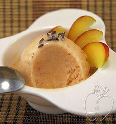 HELADO-SORBETE DE MELOCOTÓN, MIEL Y LAVANDA Peach, honey and lavender sorbet Sorbet à la Pêche, au miel et à la lavande