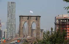 German Artists Say They Put White Flags on Brooklyn Bridge - NYTimes.com