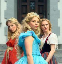 "Sarah Michelle Gellar Is Throwing Down As Cinderella In This ""Princess Rap Battle"""