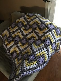 How to Crochet a Solid Granny Square : Ravelry: Modern Mitered Granny Square Granny Square Pattern Free, Granny Square Crochet Pattern, Crochet Squares, Free Pattern, Granny Squares, Crochet Granny, Granny Square Blanket, Crochet Quilt Pattern, Crochet Blanket Patterns
