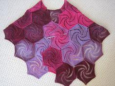 Ravelry: Sagrantino Shawl pattern by Loredana Gianferri, lace dikte, met kralen?