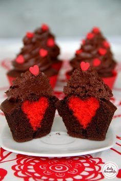 Muffinki i babeczki Archives - Lady housewife Cake Basketball, Delicious Desserts, Dessert Recipes, Valentine Cake, Marshmallow Pops, Food Design, Diy Food, Yummy Cakes, Baked Goods
