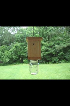 Made with a mason jar and wood . Really works . Bee Catcher, Bee Traps, Summer Fun, Mason Jars, Projects To Try, Home And Garden, Bird, Dyi, Furniture Ideas