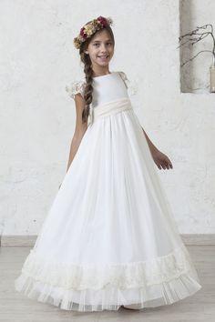 Vestido New Vivien by Quémono! First Communion Dresses, Baptism Dress, Kids Fashion, Flower Girl Dresses, Wedding Dresses, Florists, High Fashion, Valentines Day Weddings, Communion Dresses
