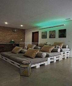 43 Simple and Elegant Home Cinema Decor Ideas – Media Room İdeas 2020 Affordable Home Decor, Unique Home Decor, Home Decor Styles, Home Cinema Room, Home Theater Rooms, Small Movie Room, Living Room Furniture, Living Room Decor, Pallet Furniture Plans