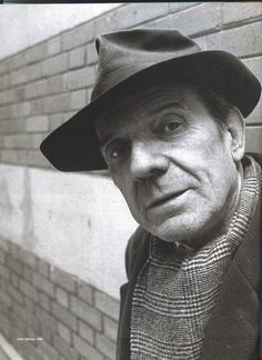 """Gilles Deleuze: """"Cada vez que se ouve:  """" - Ninguém pode negar…"""" (ou) """"- Todo mundo há de reconhecer que…"""", sabemos que vem uma mentira ou um slogan""""."""