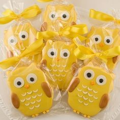 this is a few of my favorite things put into one- cookies, owls, and yellow :)